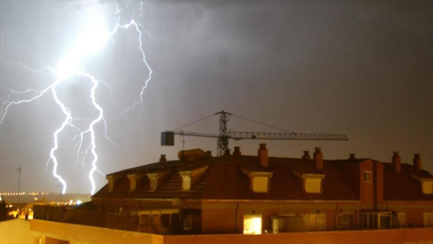 Las tormentas dejaron 953 rayos este viernes en Castilla y León