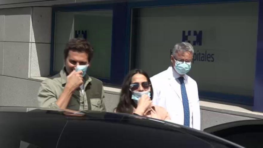 Malú y Rivera abandonan el hospital con su hija Lucía