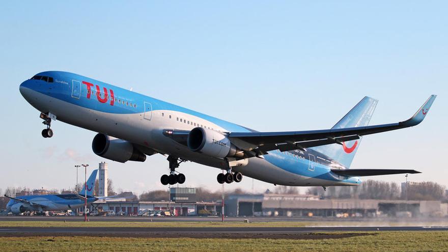 TUI recula y mantiene sus vuelos a Canarias