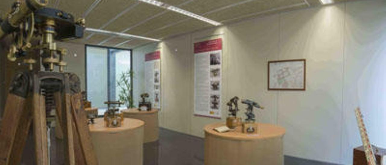 Exposición de instrumental del XIX con el que se elaboró el Mapa Topográfico Nacional.