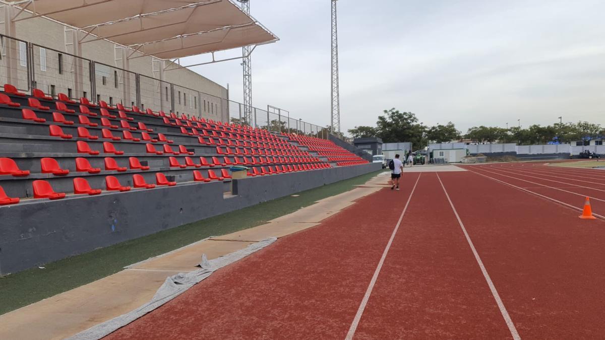 Imagen de los nuevos asientos en la grada de Can Misses 3.