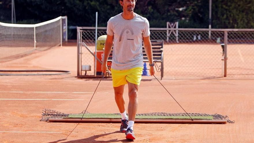 Carlos Alcaraz viaja a París para jugar su primer Grand Slam