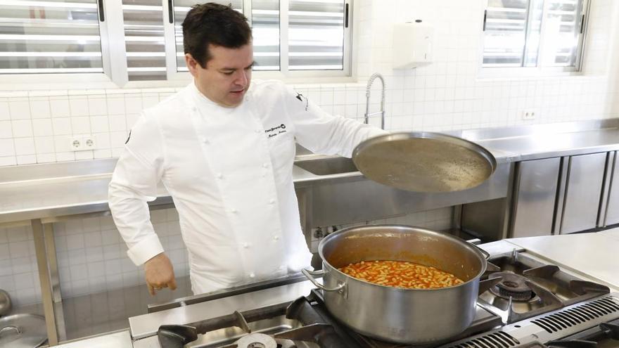 La revolución de la cocina a domicilio: Casa Gerardo y Casa Marcial llevan la fabada y el pitu por toda España
