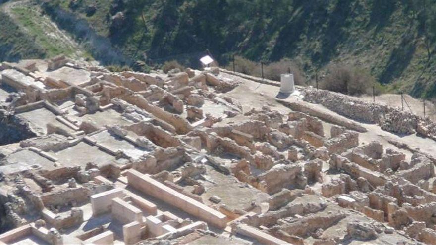 Visitar los yacimientos arqueológicos de Cieza. El Yacimiento Islámico de Medina Siyâsa o el Barranco de los Grajos son algunos de los más famosos.