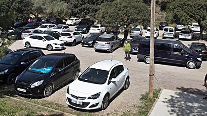 La avalancha de visitas a Sant Esperit se salda con apenas nueve multas de tráfico