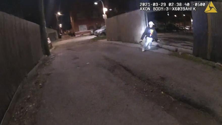 Un vídeo revela que el niño muerto por un disparo de la policía en Chicago tenía los brazos levantados