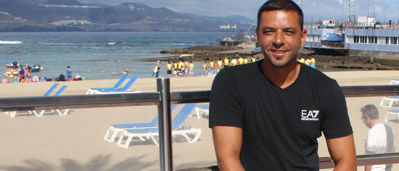 Guayre, junto a La Puntilla, en la playa de Las Canteras.