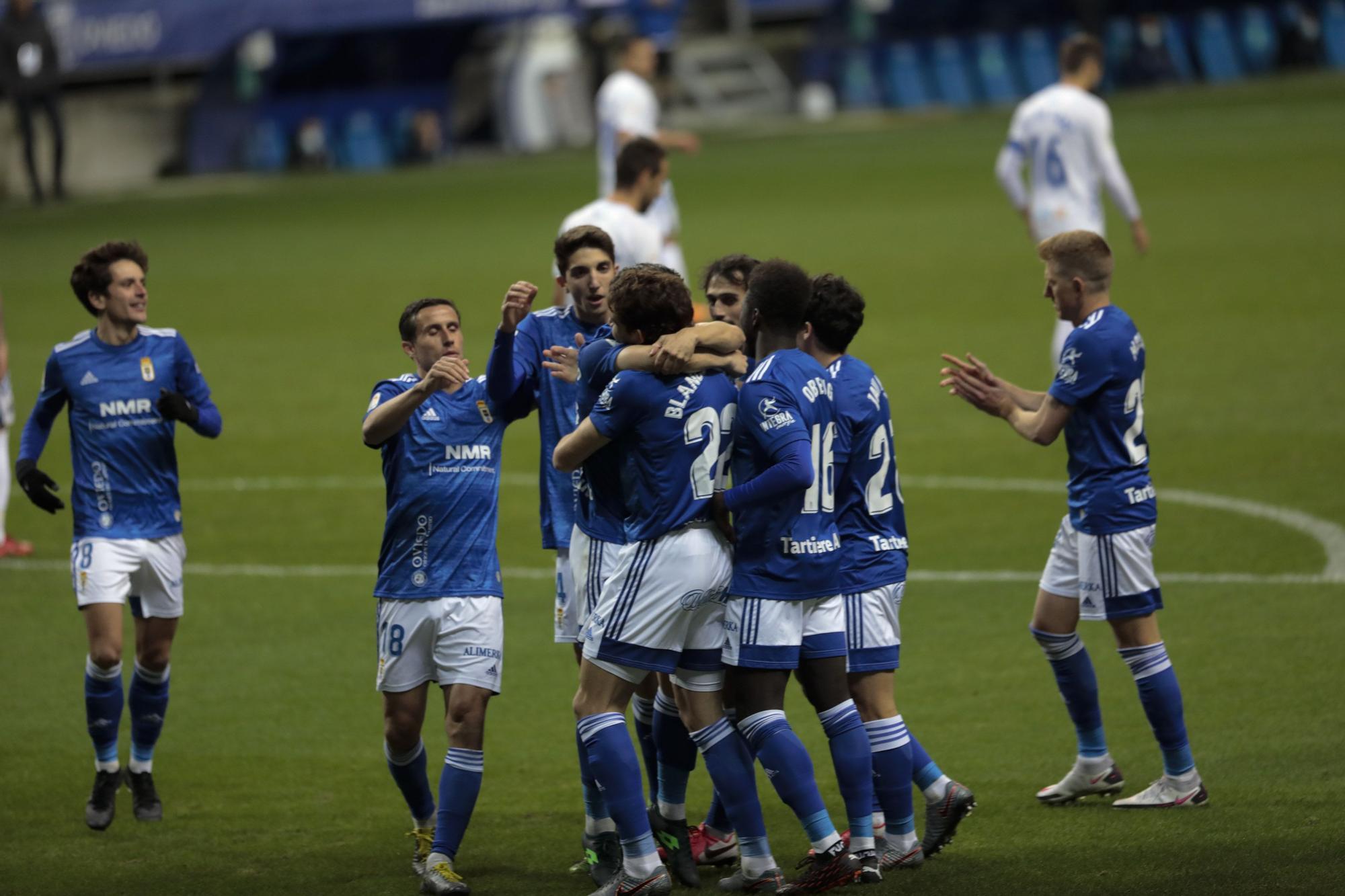 El partido del Oviedo ante el Tenerife, en imágenes