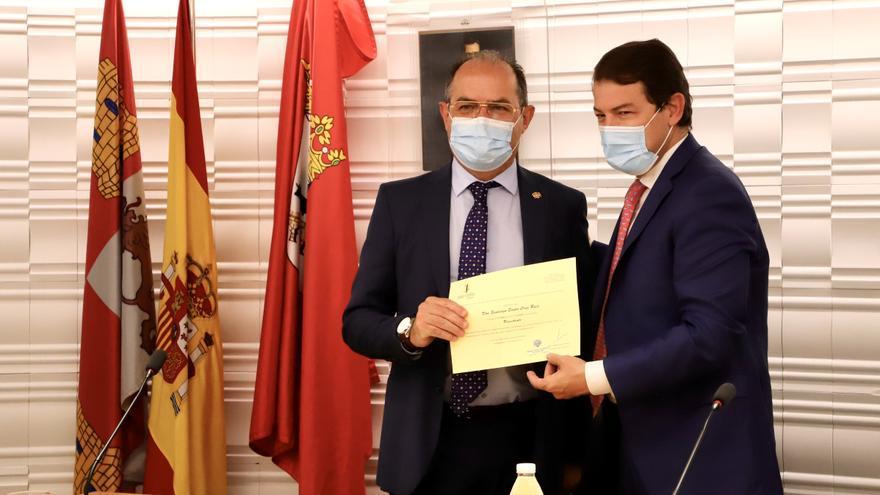 """Mañueco apela a un """"pacto nacional"""" para redefinir el modelo sanitario"""