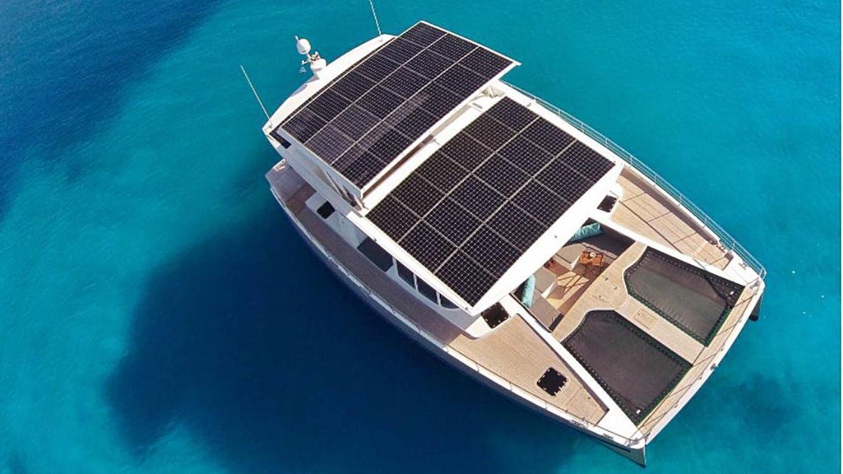 Yate de Silent-Yacht con placas solares.
