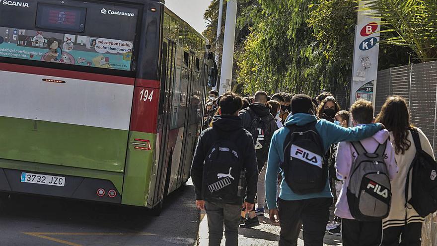 Preocupación con los jóvenes y el bus