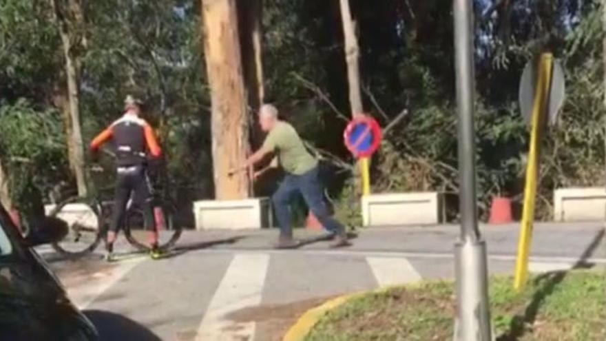 Un camioner agredeix dos ciclistes amb un martell a Pontevedra