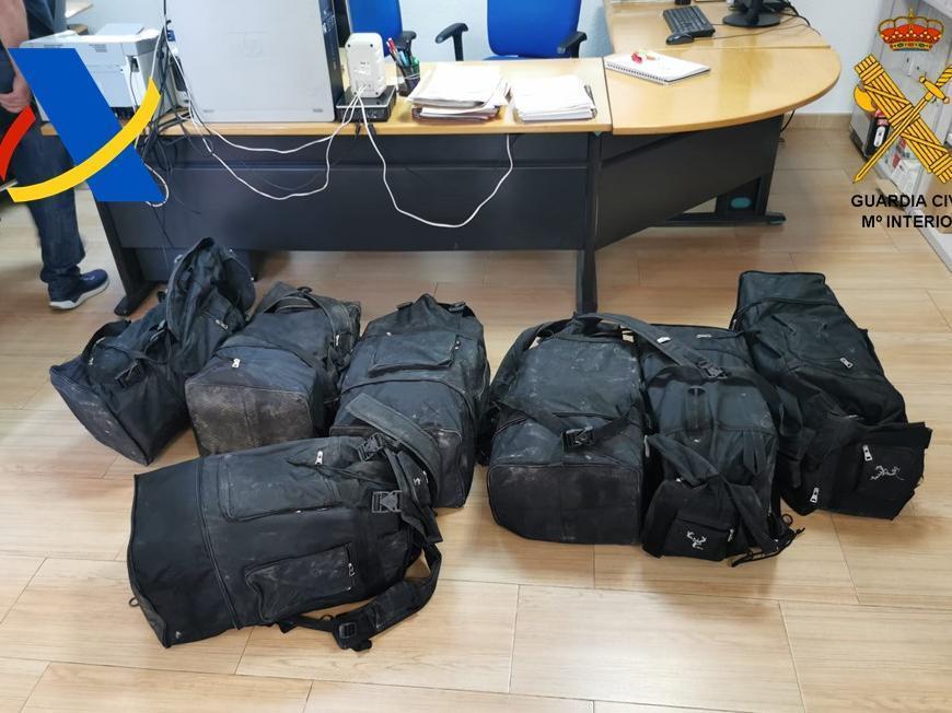 Las mochilas en las que iban ocultos los 175 kilos de cocaína