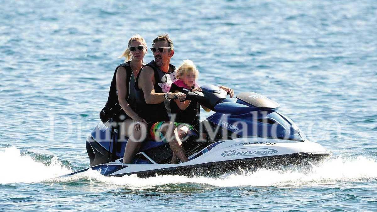 Joaquín Prat disfrutó de un día en moto de agua junto a su familia.