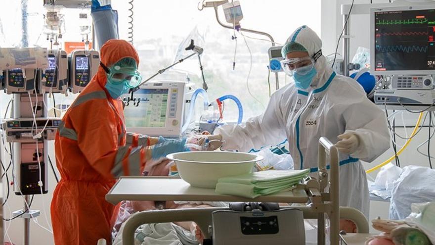 Suben los ingresos por covid en el hospital de Dénia: 61 pacientes en planta y 11 en la UCI