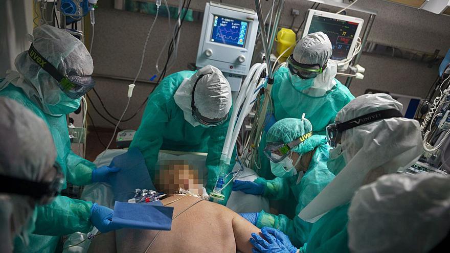 El COVID mata en Galicia a 14 personas más, la cifra más alta en lo que llevamos de año
