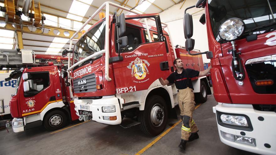 Un hombre herido es rescatado por los bomberos en Vigo