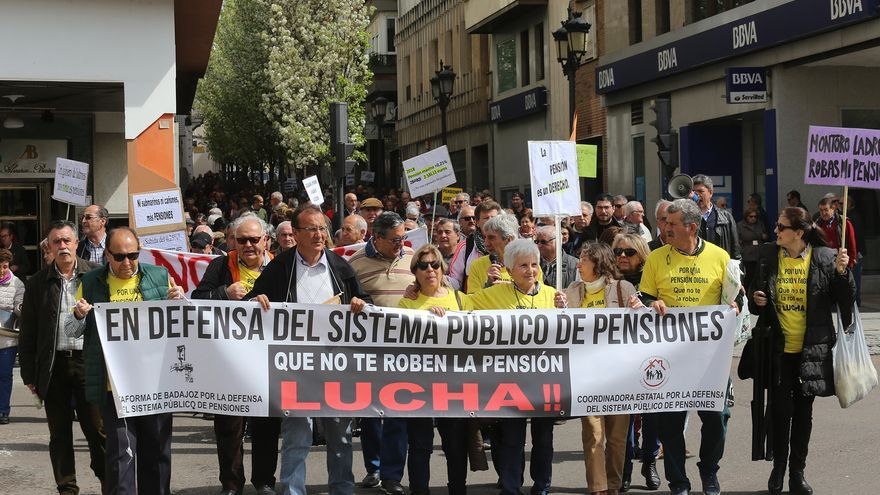 La brecha baja, pero un jubilado vasco aún recibe 472 euros más que uno extremeño