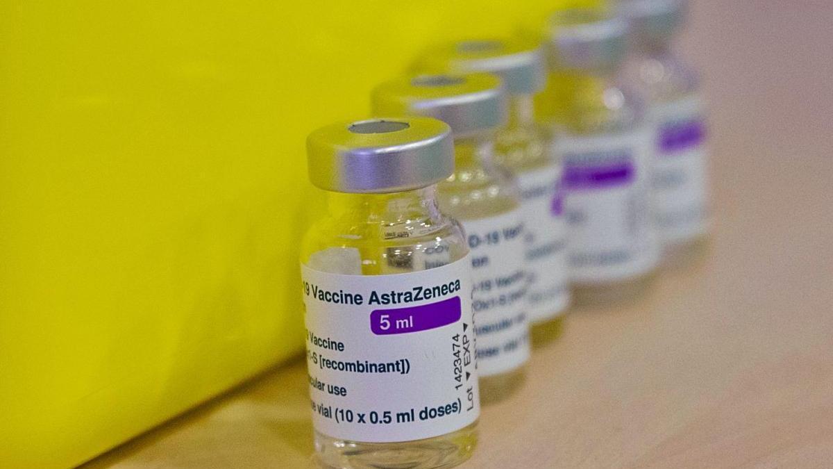 La vacuna d'AstraZeneca, més manejable però no tan eficaç