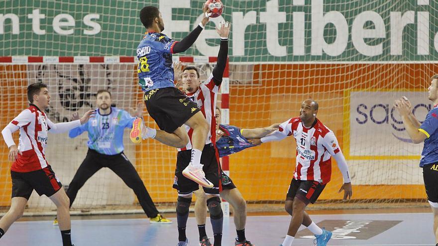 El Fertiberia cae frente al Ademar León (27-29) y sufre su tercera derrota en 8 días en un Ovni sin afición