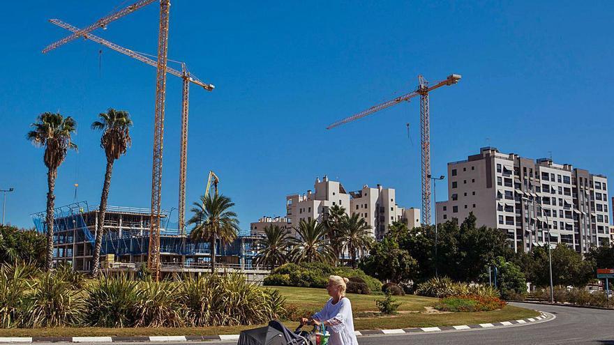 La Playa de San Juan multiplica por cinco su población en 20 años y se convierte en el barrio más habitado