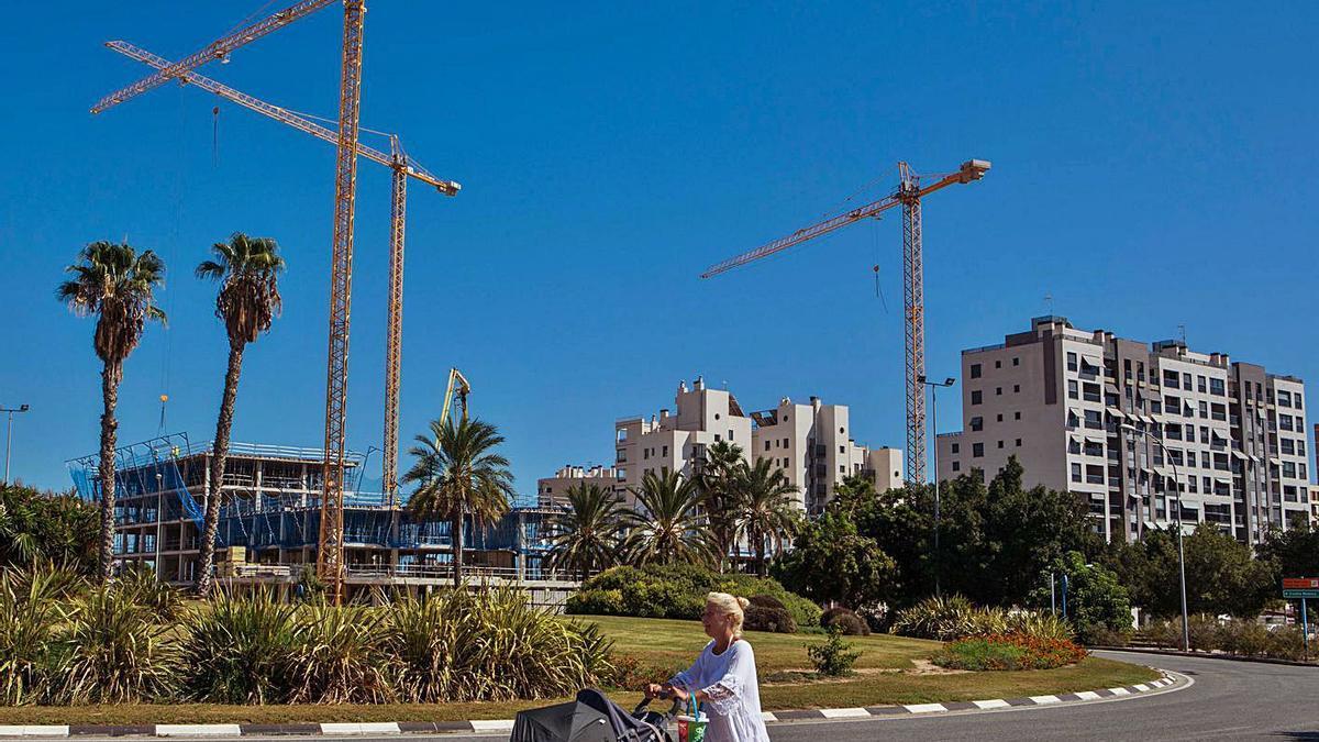 La construcción de viviendas ha ayudado al crecimiento poblacional de la Playa de San Juan.