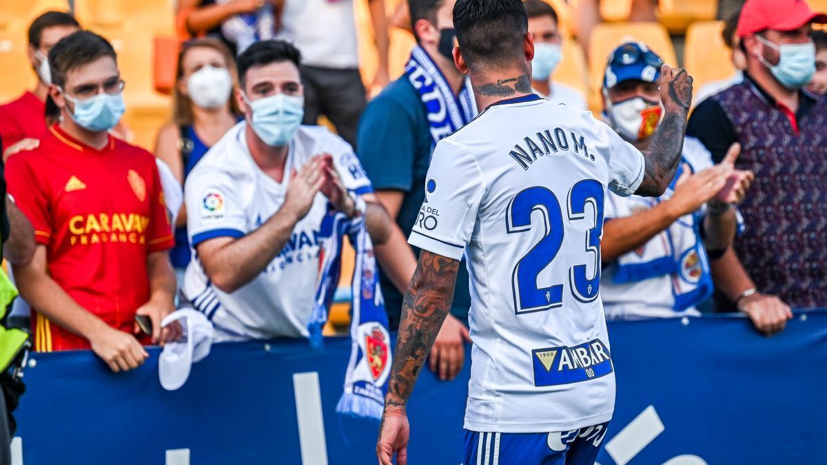 Nano Mesa, al final del partido en Alcorcón se dirige a varios zaragocistas.