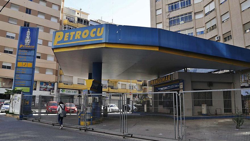 Alzira compra al fin la céntrica gasolinera para descontaminar el subsuelo