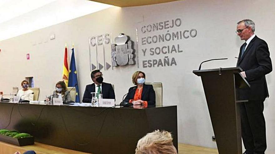 Antón Costas toma posesión en el CES