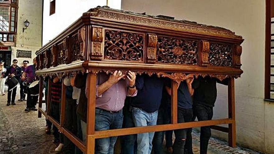Trasladado de la mesa a la panera de la Congregación.