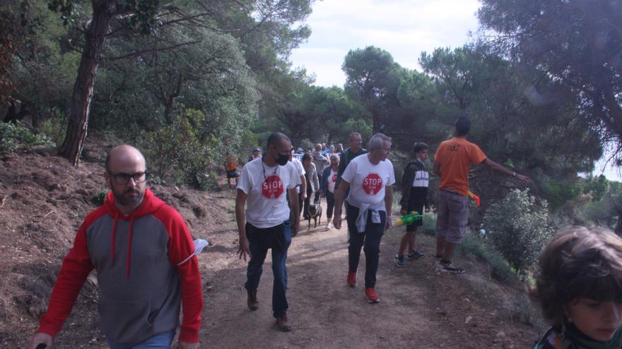 Activistes de SOS Costa Brava accedeixen a Can Juncadella,  malgrat l'oposició de la seguretat privada