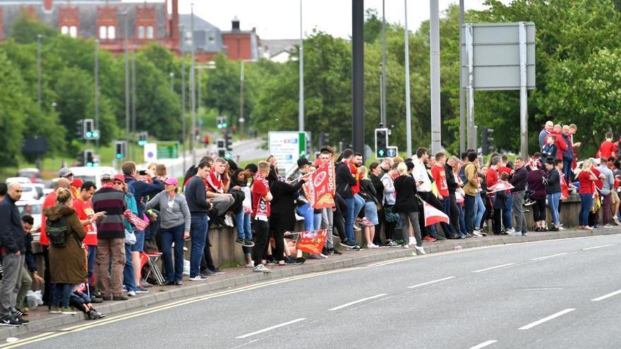 Los 'reds' se dan un baño de multitudes por las calles de Liverpool