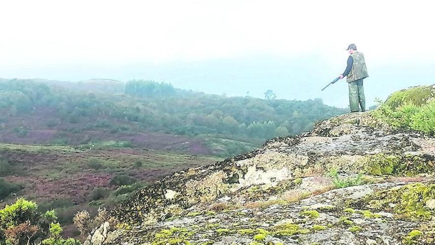 La amenaza de lluvia y niebla no frena el inicio de la temporada de caza en Galicia
