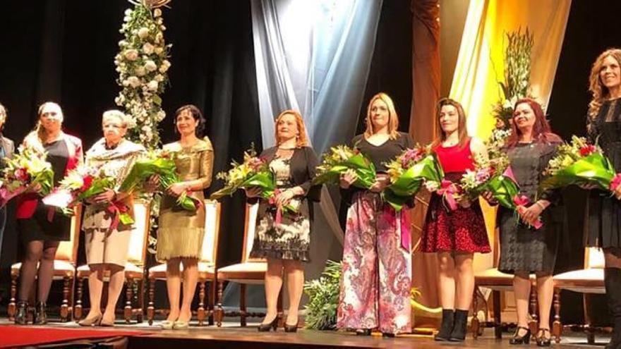 Oliva presenta a las madrinas de las hermandades