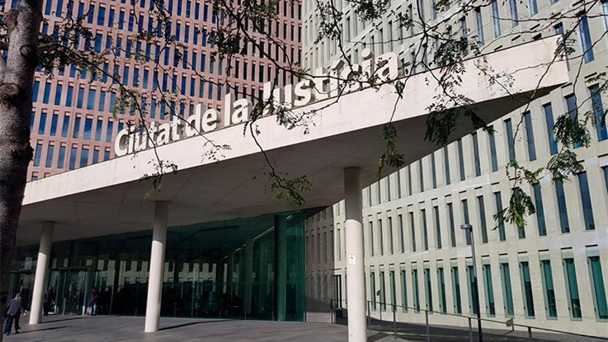 Una jueza avala que Barcelona cobre el IBI a la Iglesia por alquilar un inmueble