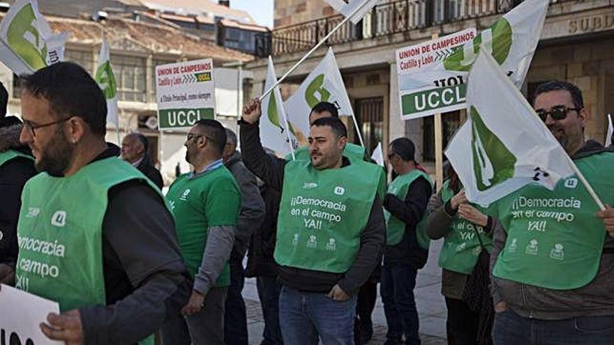 UCCL convoca movilizaciones para reclamar una PAC para los profesionales