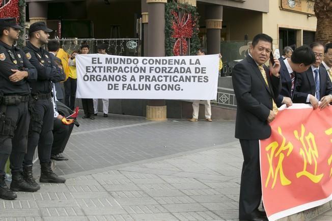 Recibimiento a Xi Jinping y manifestantes