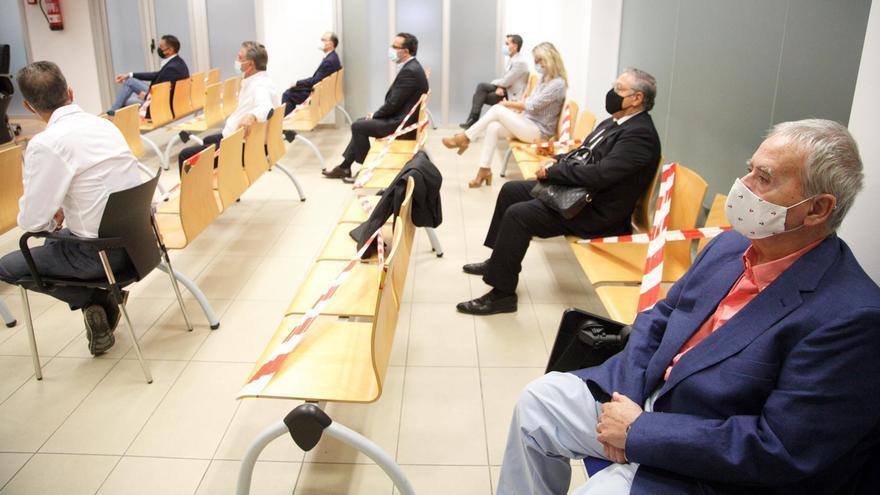Llegada de los acusados al juicio por los amaños del PGOU