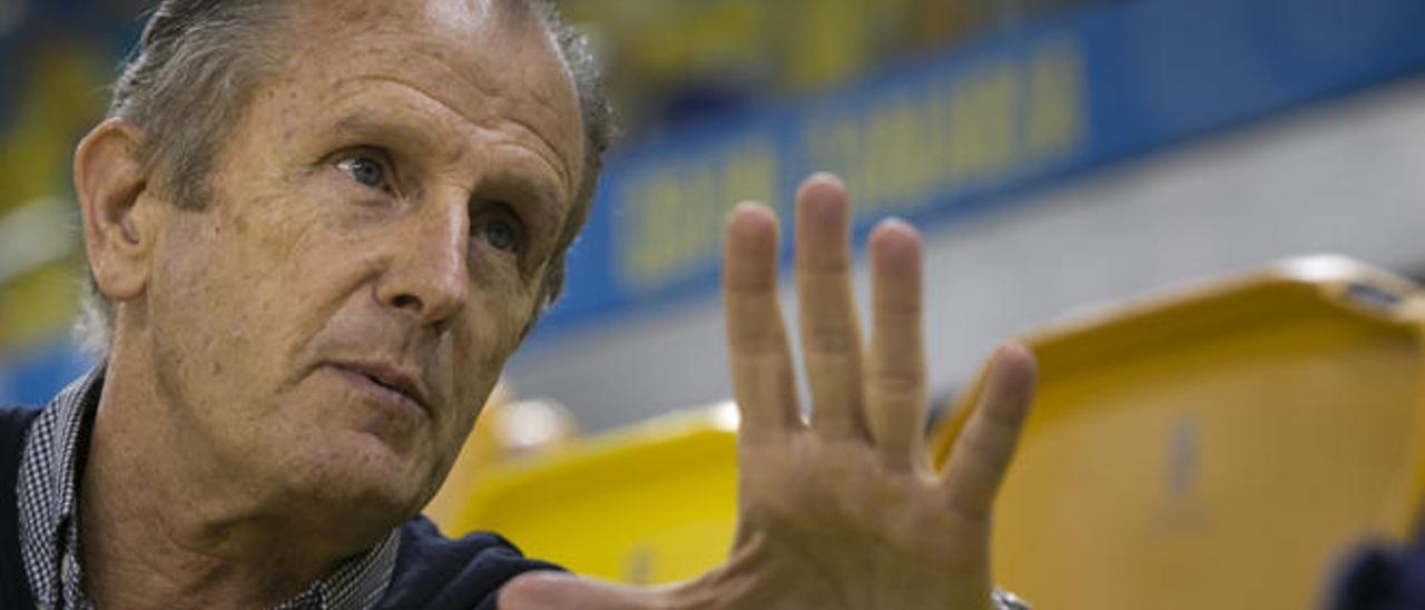 Joaquín Costa, durante la entrevista, en el Gran Canaria Arena.