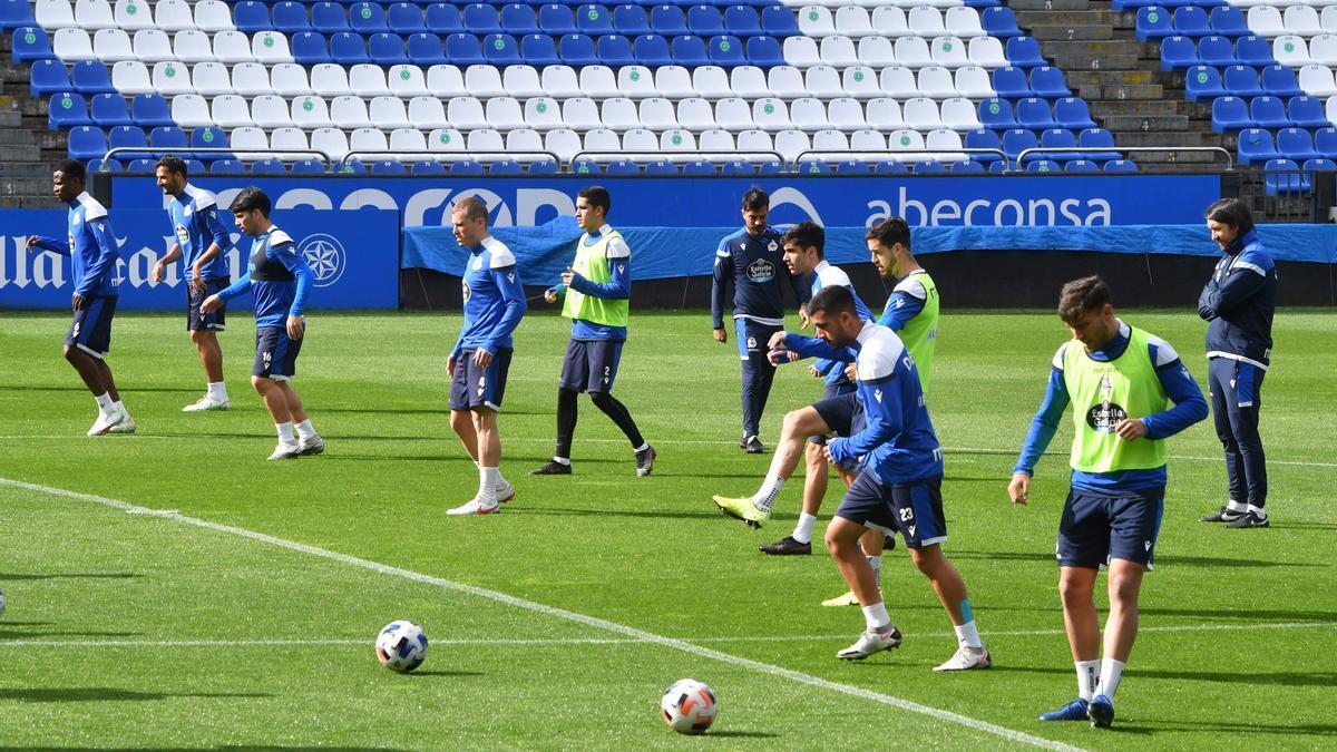 Los jugadores deportivistas, el jueves en el entrenamiento en Riazor.