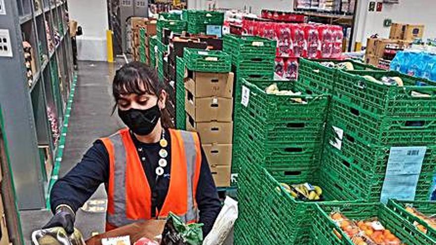Más de 1.400 españoles buscan empleo en el megacentro de Amazon en Onda