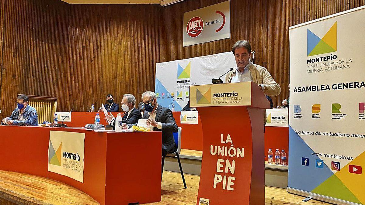 Juan José González Pulgar, ayer, durante su intervención en la asamblea del Montepío.