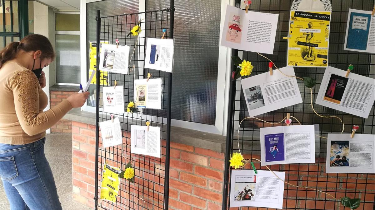 Exposición de carteles por el Día del Libro en el IES Monegros Gaspar Lax de Sariñena.