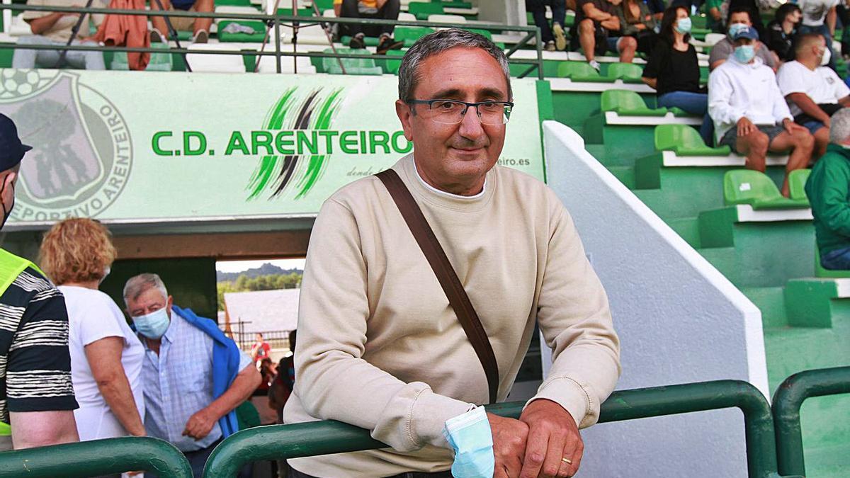 Argimiro Marnotes, presidente del club, durante un encuentro en Espiñedo. |  // IÑAKI OSORIO