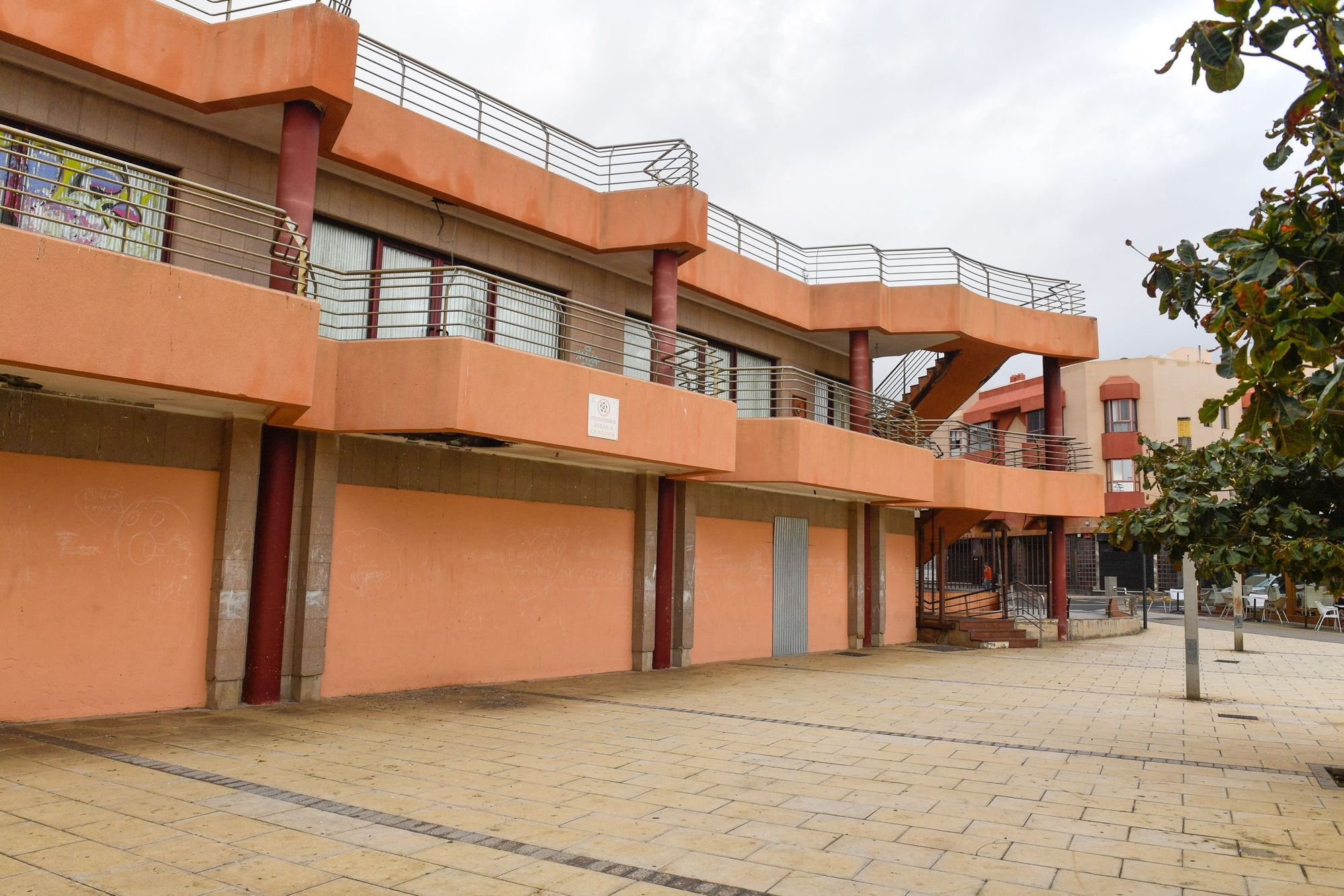 Centro comercial abandonado en La Garita (Telde).