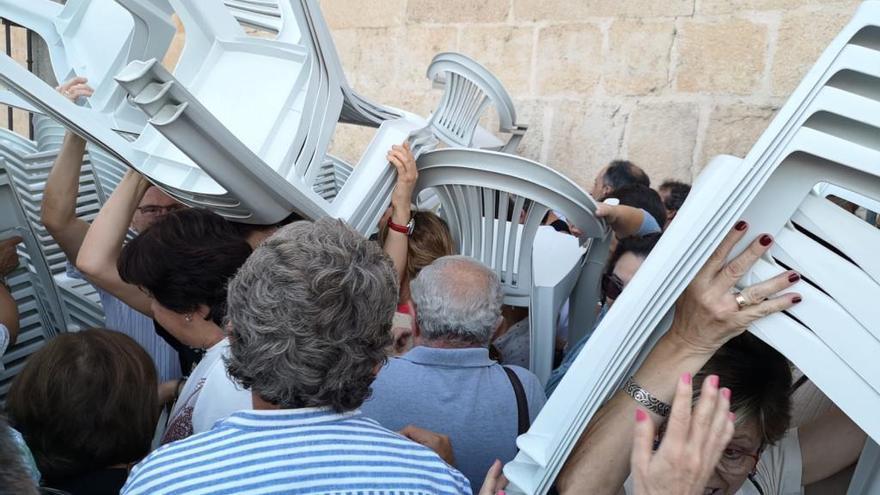 Batalla campal por las sillas para ver a Pablo Milanés