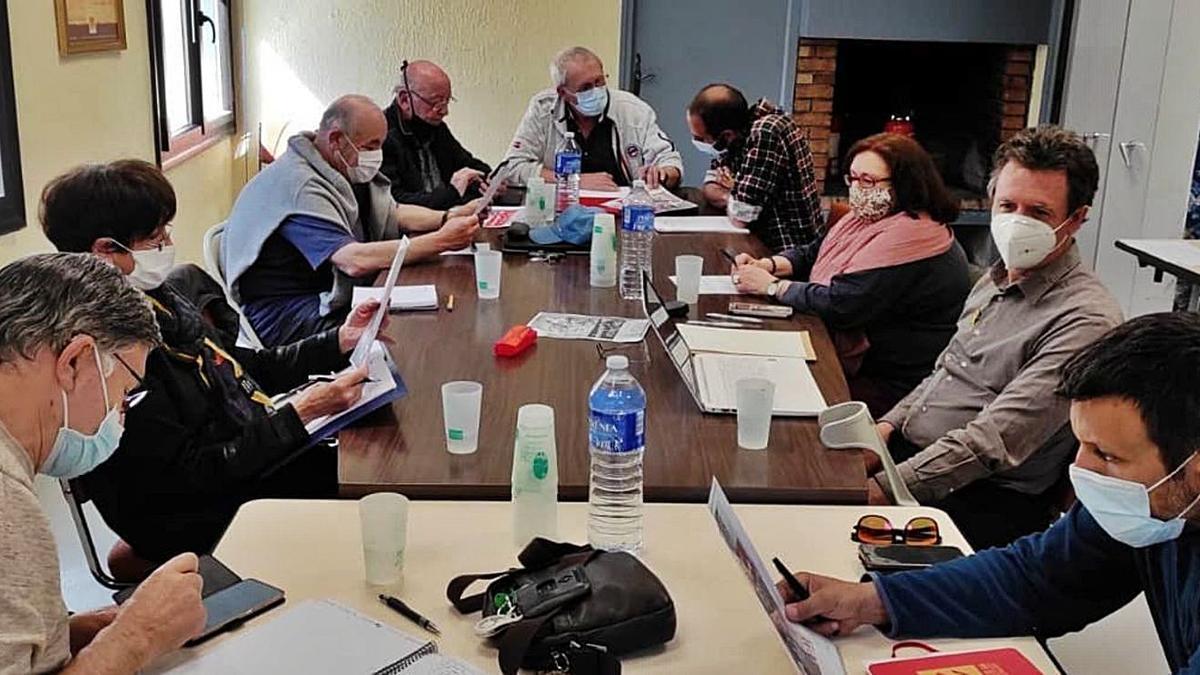 La reunió celebrada entre institucions i entitats per organitzar de nou la Diada de Cerdanya | ARXIU PARTICULAR
