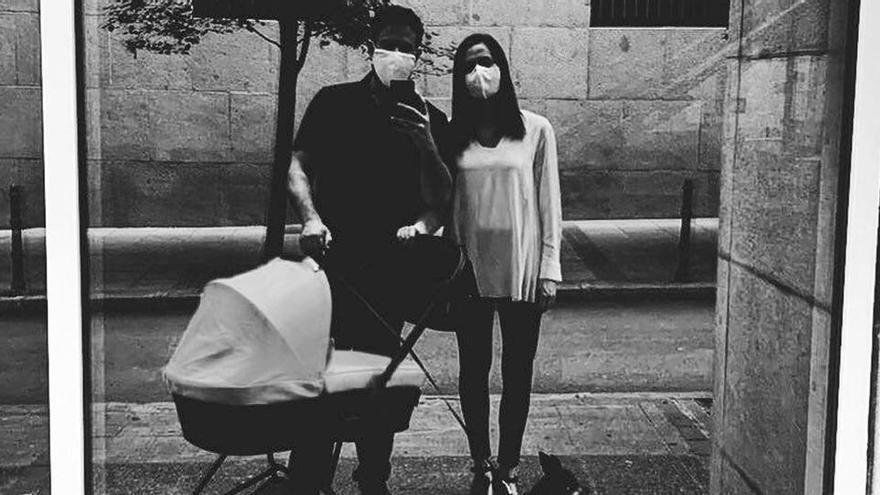 Inés Arrimadas fa el primer passeig amb el seu nadó