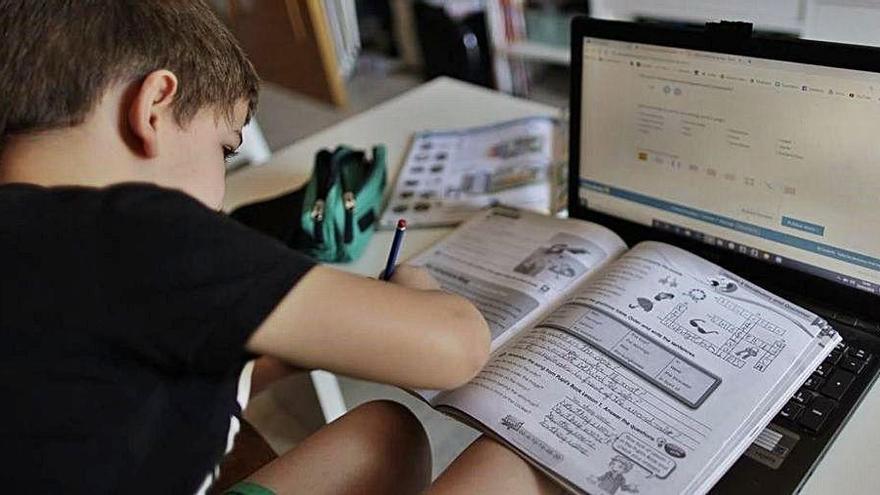Un grup d'escoles plantegen una alternativa al monopoli de Google als centres educatius