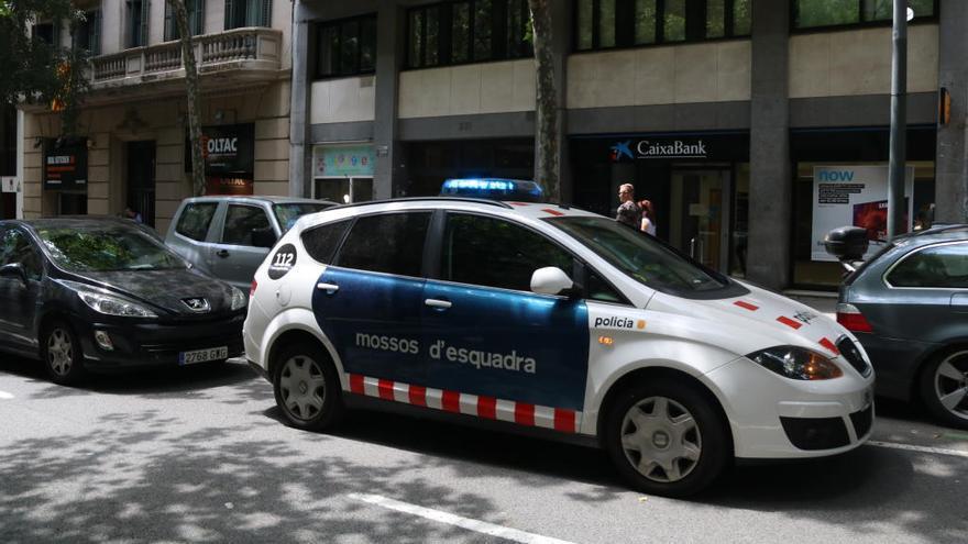 Detenen una jove de 18 anys com a presumpta autora de la mort del nadó trobat en un edifici de Barcelona